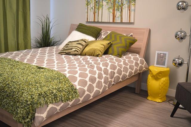 ložnice v šedo-zelené